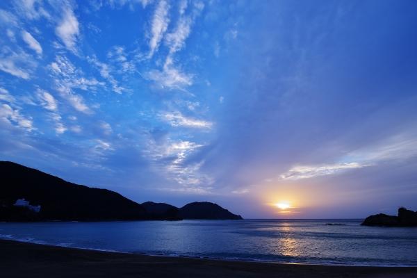 大浜海岸に昇る朝日_600.jpg